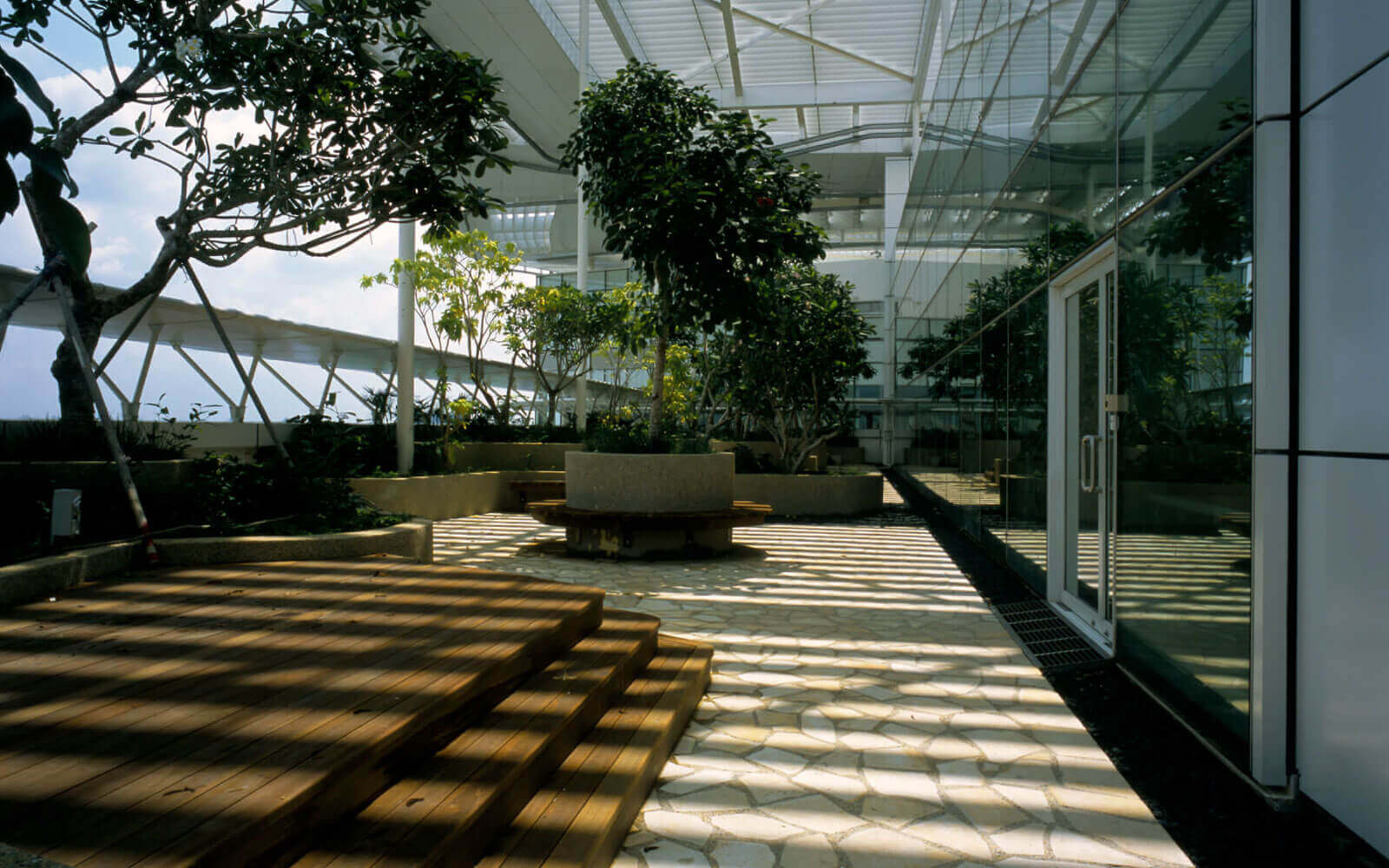 green architect landscaped gardens for National librarary Singapore